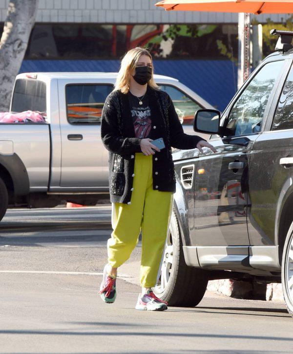 Mischa Barton Running errands in Los Angeles 07