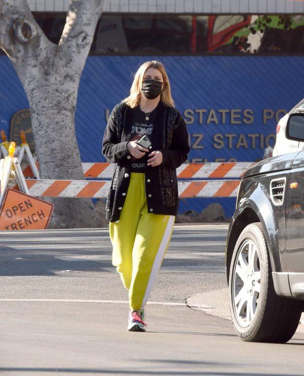 Mischa Barton Running errands in Los Angeles 08