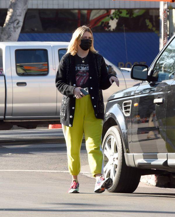 Mischa Barton Running errands in Los Angeles 09