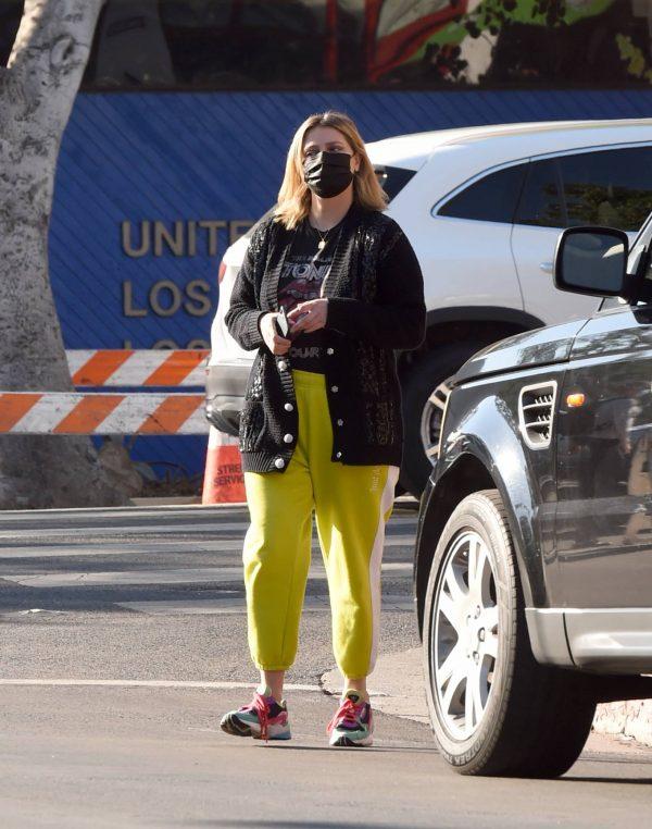 Mischa Barton Running errands in Los Angeles 10