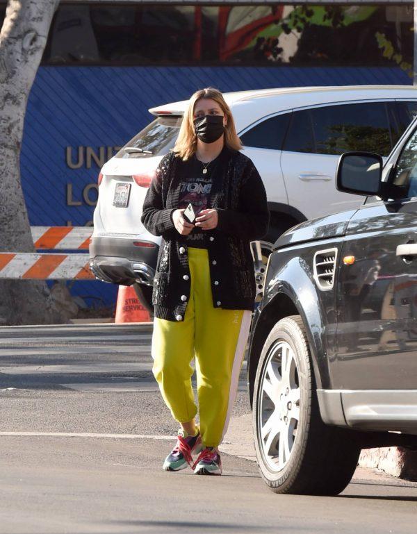 Mischa Barton Running errands in Los Angeles 13