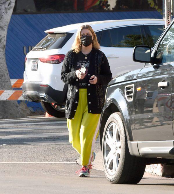 Mischa Barton Running errands in Los Angeles 14