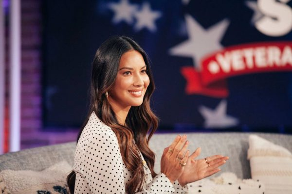 Olivia Munn The Kelly Clarkson Show 02