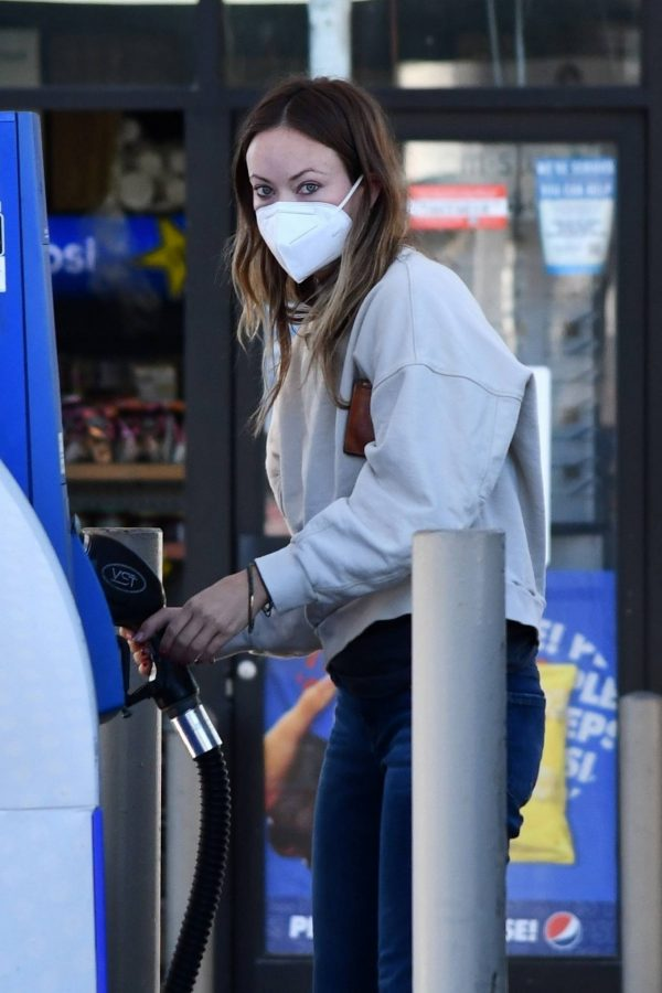 Olivia Wilde Seen at a gas station in Los Angeles 04