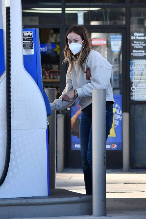 Olivia Wilde Seen at a gas station in Los Angeles 07