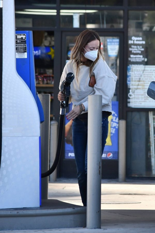 Olivia Wilde Seen at a gas station in Los Angeles 17