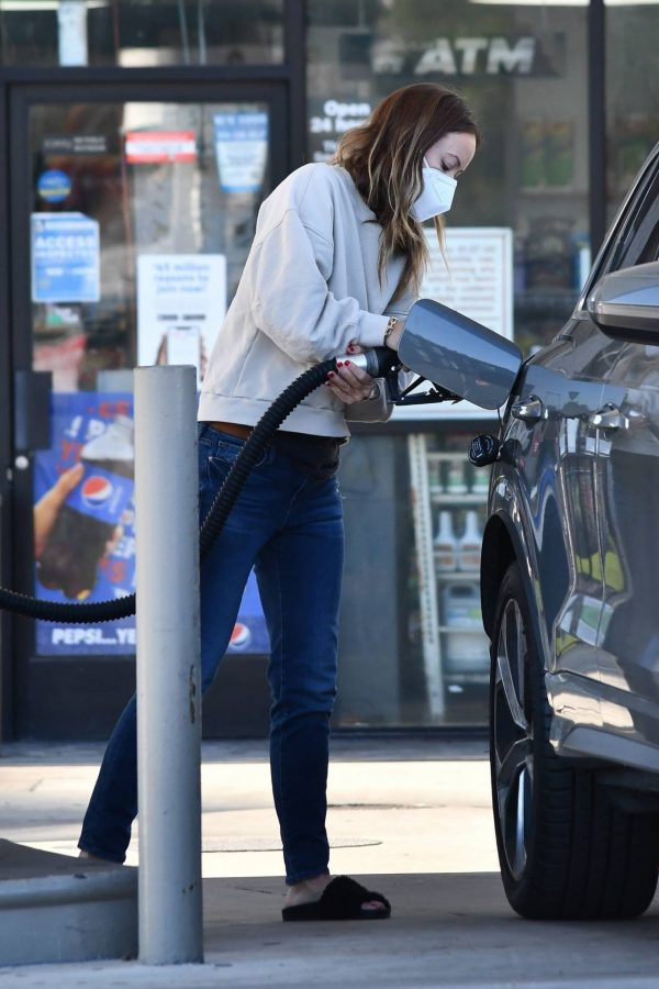 Olivia Wilde Seen at a gas station in Los Angeles 19