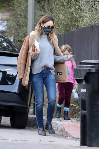 Olivia Wilde Visiting her horse in Los Angeles 06