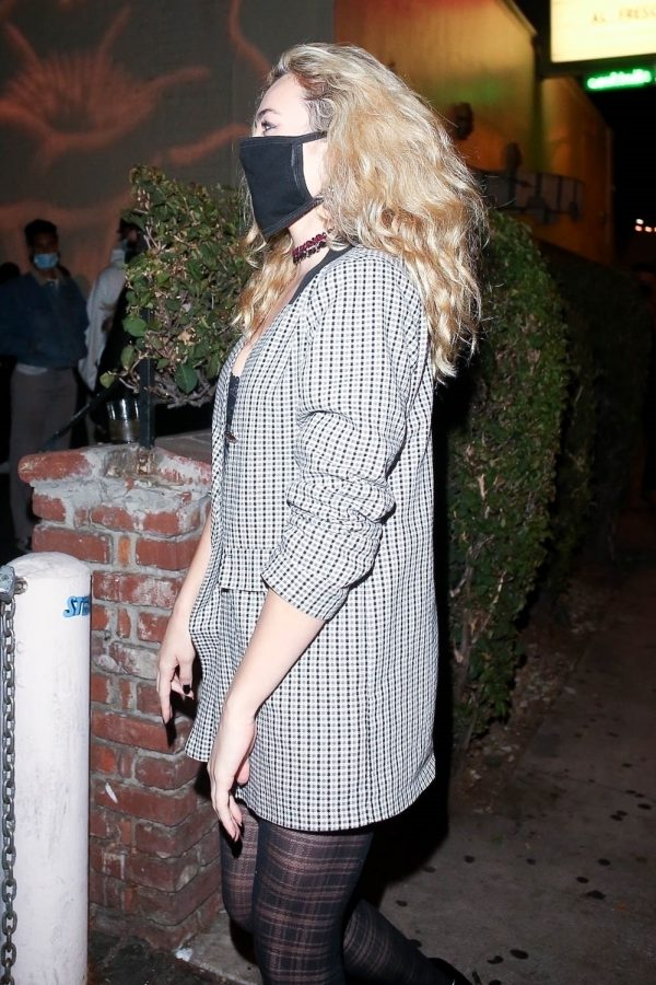 Peyton List grabs a bite with friends at Delilah in West Hollywood 03