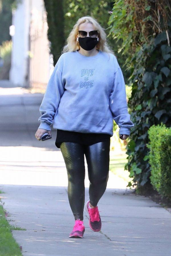 Rebel Wilson Goes on a hike in Los Angeles 06