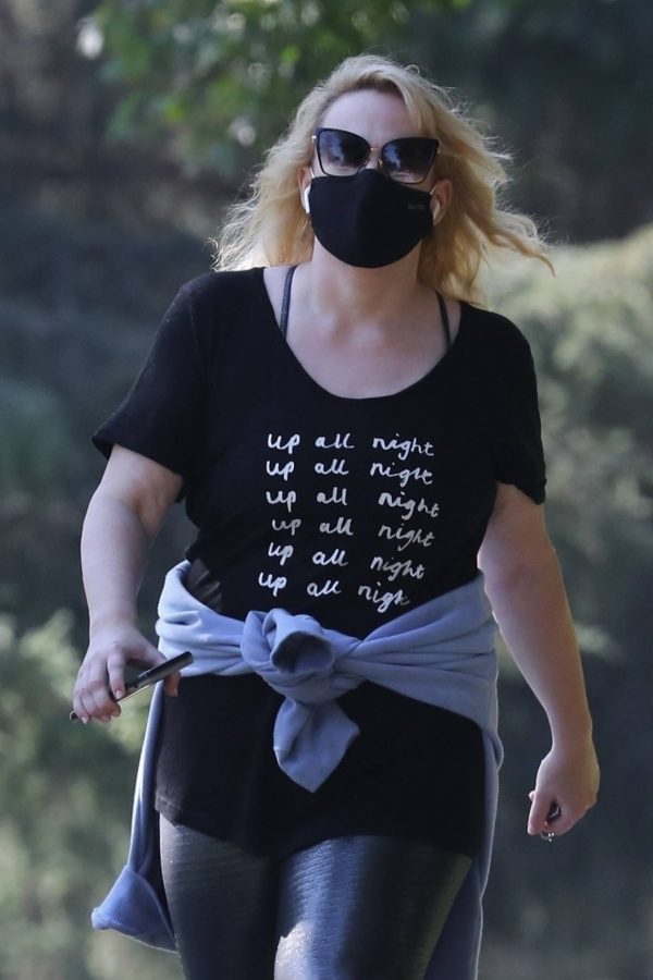 Rebel Wilson Goes on a hike in Los Angeles 10