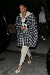 Rihanna Make up free in Santa Monica 07
