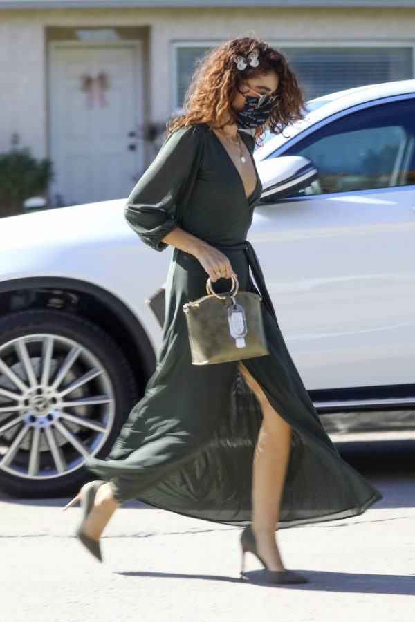 Sarah Hyland Arrives at a friends birthday party in Los Angeles 03