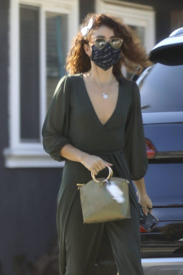 Sarah Hyland Arrives at a friends birthday party in Los Angeles 05