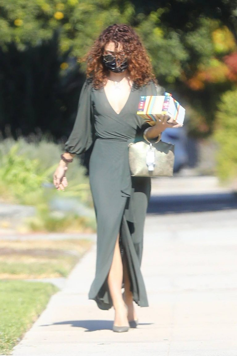 Sarah Hyland Arrives at a friends birthday party in Los Angeles 06