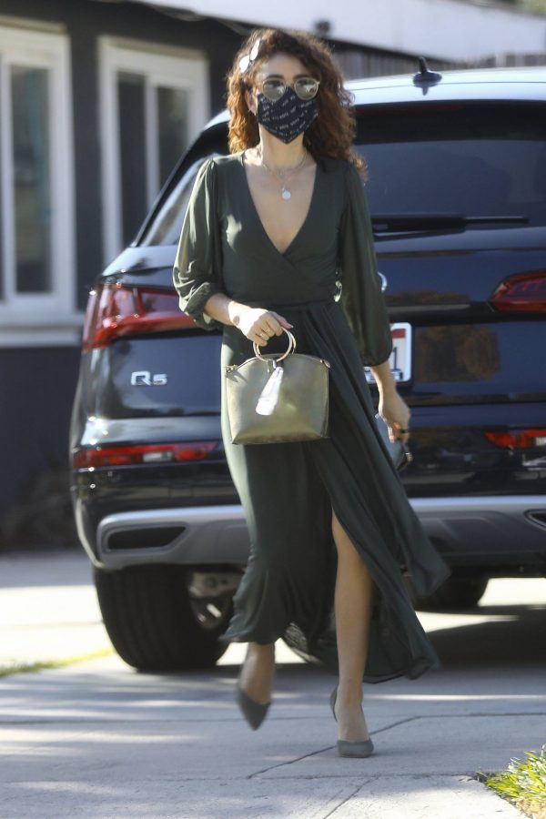 Sarah Hyland Arrives at a friends birthday party in Los Angeles 11