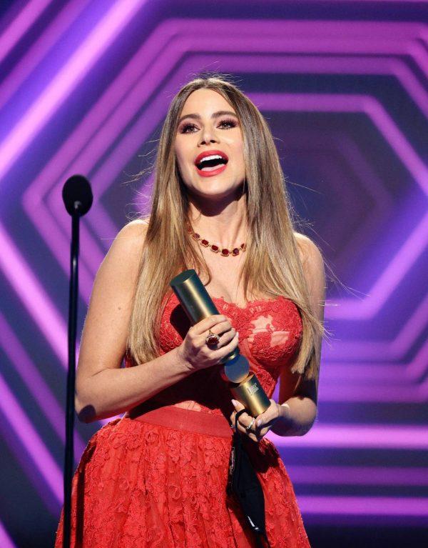 Sofia Vergara 2020 E Peoples Choice Awards in Santa Monica 05