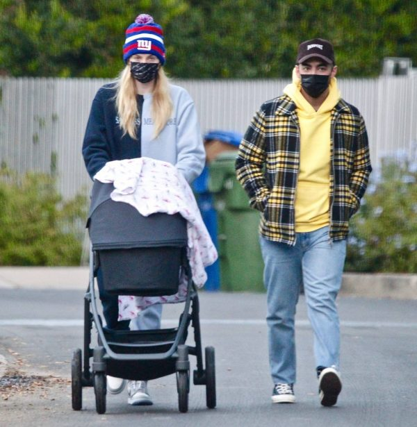 Sophie Turner Stroll with daughter Willa in Los Angeles 07