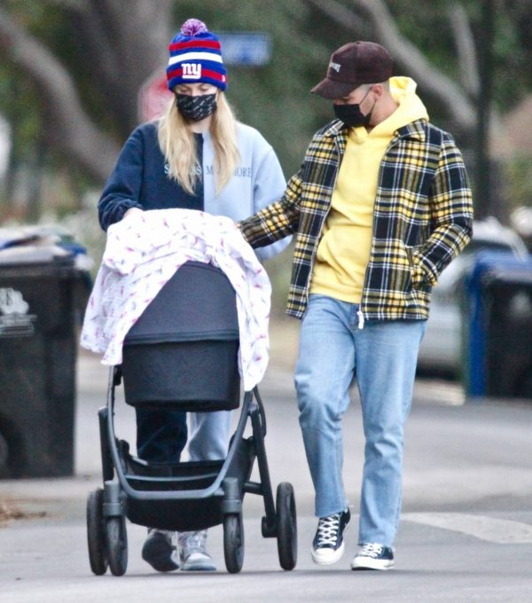 Sophie Turner Stroll with daughter Willa in Los Angeles 08