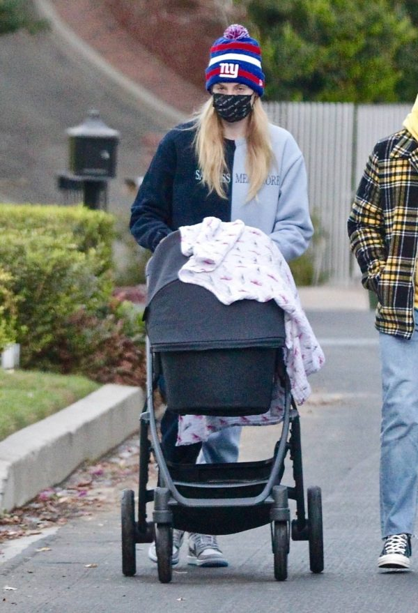 Sophie Turner Stroll with daughter Willa in Los Angeles 11