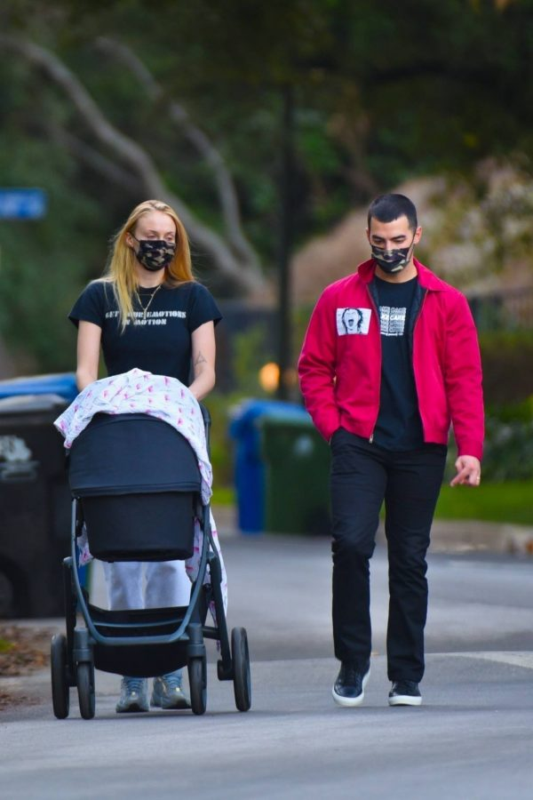 Sophie Turner Walk with her daughter Willa around her neighborhood in Los Angeles 10