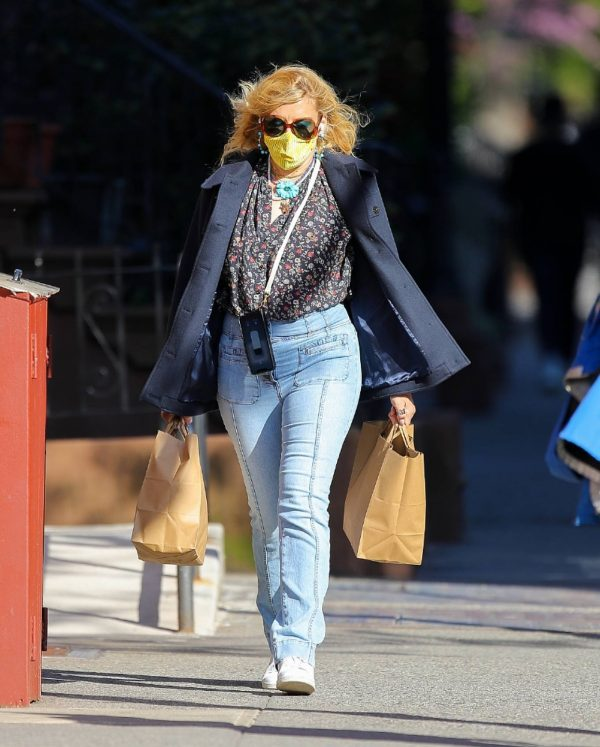 Busy Philipps In denim shopping for groceries in New York 04