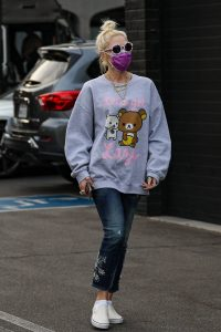 Gwen Stefani Spotted while shopping for jewelry at XIV Karats in Beverly Hills 08