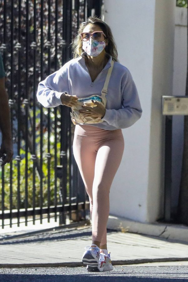 Jessica Alba Spotted while walking with her dad in Beverly Hills 02