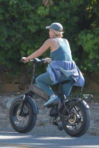 Katy Perry With Orlando Bloom bike ride around Santa Barbara 01