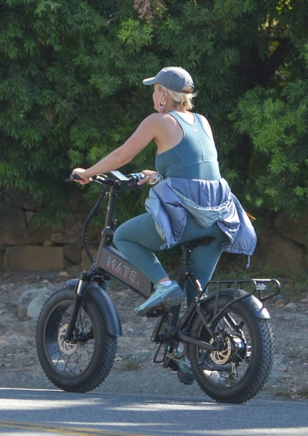 Katy Perry With Orlando Bloom bike ride around Santa Barbara 01