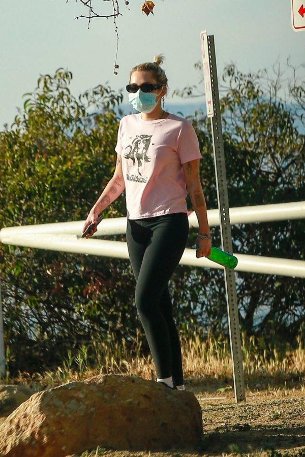 Miley Cyrus Out for a for a hike in Los Angeles 04