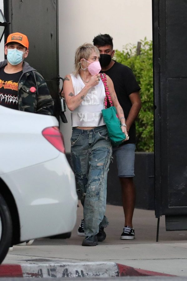 Miley Cyrus Seen leaving a hair salon in West Hollywood 02