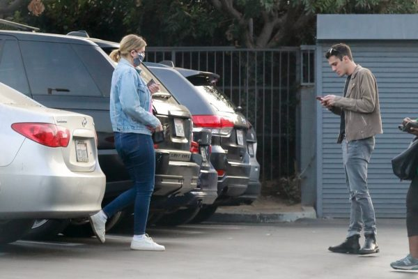 Mischa Barton And her boyfriend Gian Marco Flamini at Tomato Pie Pizza Joint in Los Angeles 01
