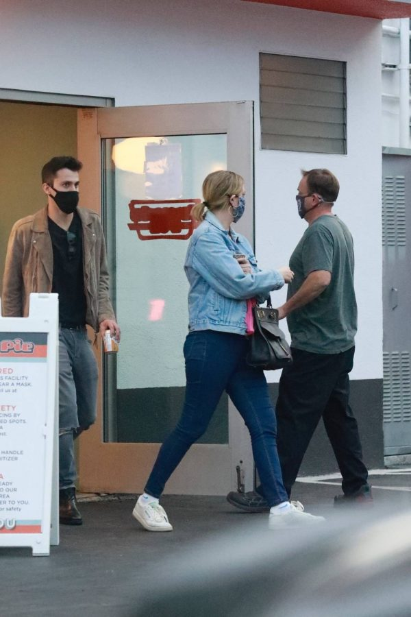 Mischa Barton And her boyfriend Gian Marco Flamini at Tomato Pie Pizza Joint in Los Angeles 03
