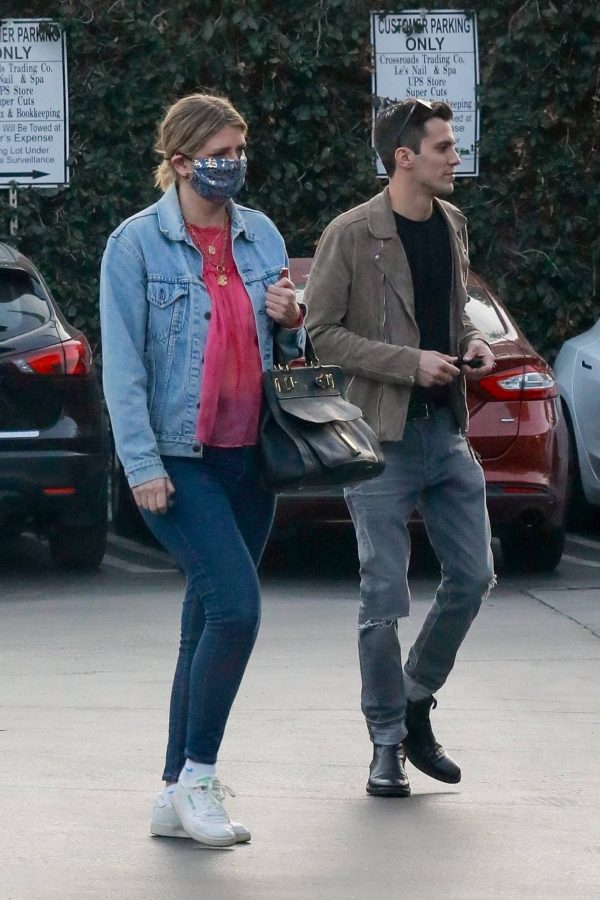 Mischa Barton And her boyfriend Gian Marco Flamini at Tomato Pie Pizza Joint in Los Angeles 06