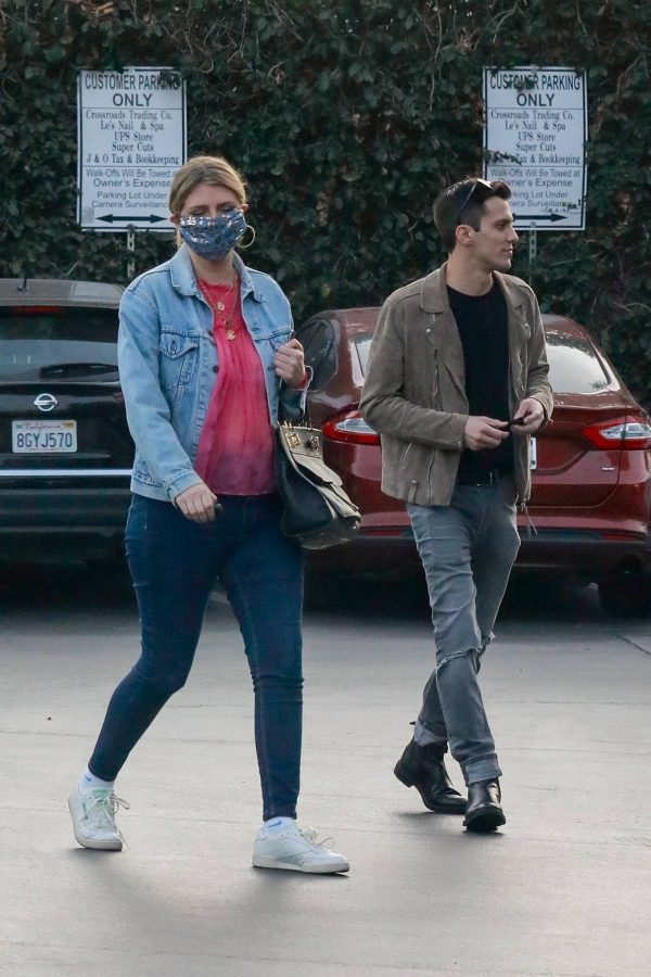 Mischa Barton And her boyfriend Gian Marco Flamini at Tomato Pie Pizza Joint in Los Angeles 08