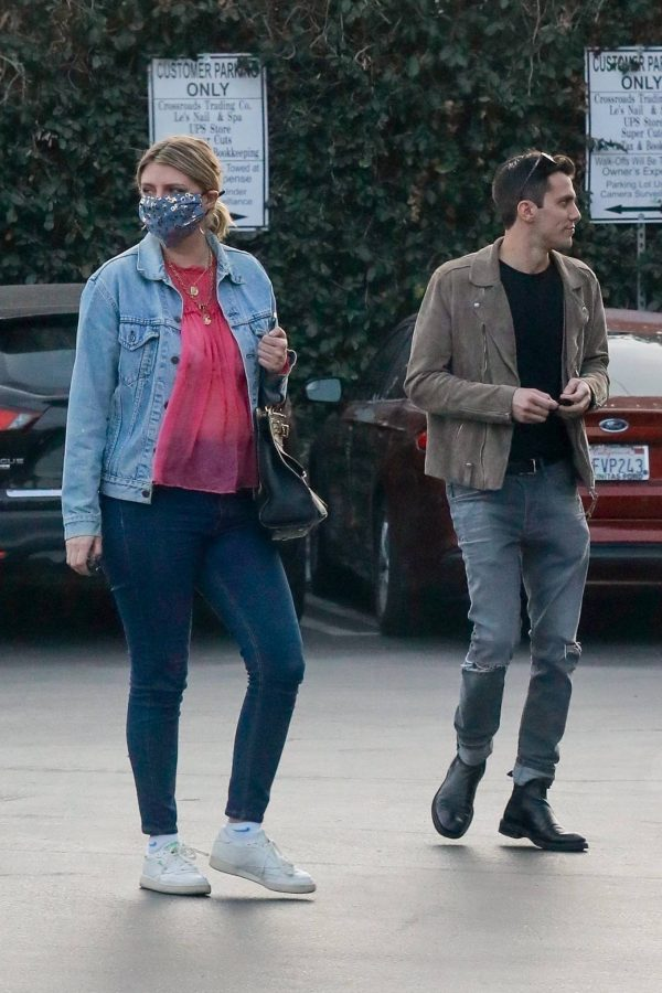 Mischa Barton And her boyfriend Gian Marco Flamini at Tomato Pie Pizza Joint in Los Angeles 09
